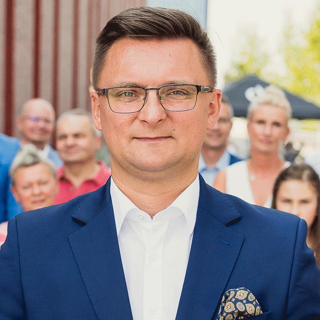 Sprawdzamy sondaże - https://www.sprawdzamysondaze.pl/samorzadowe-2018/wp-content/uploads/2018/09/Marcin-Krupa-2.png