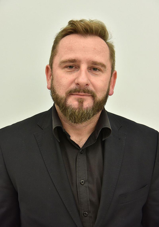Sprawdzamy sondaże - https://www.sprawdzamysondaze.pl/wp/wp-content/uploads/2018/09/Piotr-Liroy-Marzec.jpg